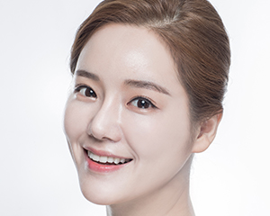 Upper eyelid/Lower eyelid Lifting